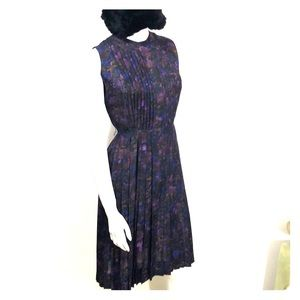 Vintage sleeveless dress with pleated skirt size 4
